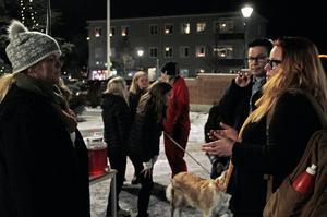 Inför fullmäktigesammanträdet, pratade Therese Johnsson med S-politikerna Ove Schönning och Stina Bohlin.