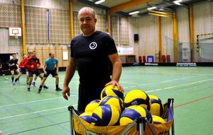 ...och nu ska han lagets tränargrupp leda A-laget i Elitseriespel.