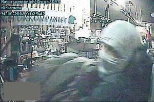 Inbrottet 2008 fångades på butikens övervakningskamera.