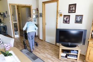 Genom Trygg hemgång blir man bemött av en undersköterska när man kommer hem från sjukhus eller korttidsvård för att man lättare och snabbare ska komma tillbaka till vardagen. Foto: Gorm Kallestad/TT.