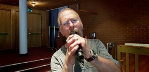Södertäljes egen blues- och soulman Göran Wiklund sjunger Beatles på Estrad.