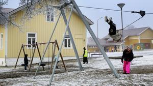 Tjänstemän på Krokoms kommun har föreslagit att Aspås skola ska läggas ner. Nu mobiliserar föräldrar för att kunna ha skolan kvar.