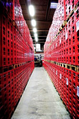 34 pallar med 1 400 plastbackar och runt 28 000 tomglas har stulits från Spendrups bryggeri.
