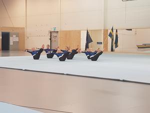 Ett av trupp 3 mini-lag i fristående. Foto:  Caroline Sandström/Läsarbild