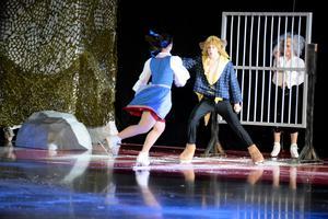Belle spelades av Zoe Tomley och Odjuret av Nikolaj Majorov.