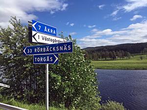 Vid korsningen i Sörnäs är det många trafikanter som inte vet vart de ska åka.