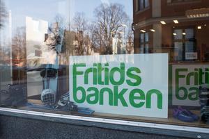 Fritidsbanken i Sala är en av närmare 100 i Sverige. Nu vill Liberalerna öppna en Fritidsbank även i Heby kommun.