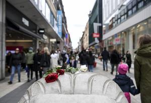 Terrorismen har slagit till med hänsynslösa dåd i många europeiska länder. Här i Sverige minns vi fortfarande den fruktansvärda attacken på Drottninggatan. Vi måste tillsammans samla kraft för att stoppa terrorister som vill attackera vår demokrati, frihet och vårt sätt att leva, skriver debattförfattarna.