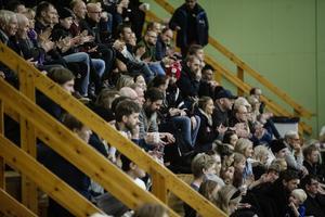 168 personer hade tagit sig till Öbacka SC för lördagens match.