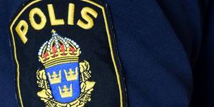Polisen har fått in en anmälan om stöld av en ytterdörr i centrala delarna av Kungsör.