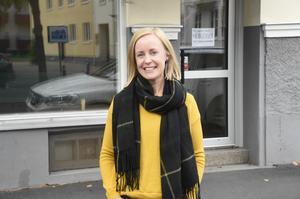 Emma Liljeqvist är maskiningenjören som sadlade om till tapetserare. Nu öppnar hon butik på Torpa.