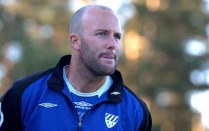 Rengsjös tränare Anders Olsson har lite att fundera på sedan toppstriden tätnat med fyra omgångar kvar att spel.