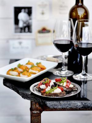 Det är alltid trevligt att samla sina gäster inledningsvis för en gemensam liten aptitretare.