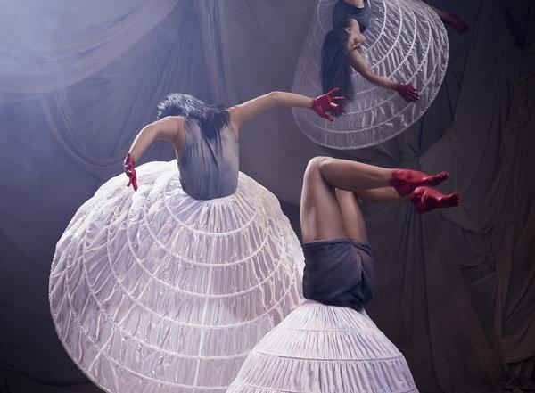 Cirkus Cirkör framför pjäsen Epifónima som är inspirerad av kvinnors röster. Foto: Klara G
