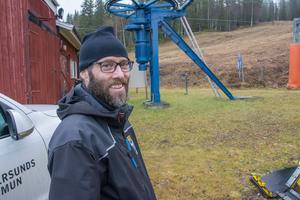 Besiktningen av Litsbackens anläggning är redan genomförd. På tisdagen var Mattias Brännström från kommunens fritidsavdelning på plats för att påbörja upprustningen.