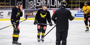 Calle Ehrnberg (mitten) har efter en tuff start spelat sig till en fast plats i VIK bredvid Kenny Källström (längst till höger)