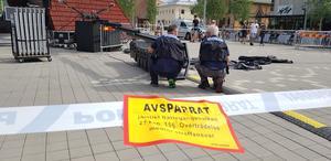 Pojken flögs med ambulanshelikopter till Uppsala.