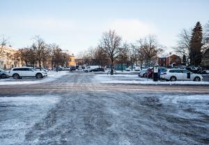 Maximtorget i Borlänge. Sista vintern som parkeringsplats?