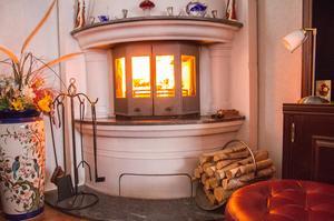 Det blir en så skön värme av en eldstad tycker Agneta Englund.