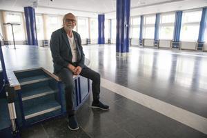 Ingvar Henriksson (S), ordförande i styrelserna för LKFAB och Ludvikahem, vill bygga om Folkets hus festsal till en bio med två salonger.
