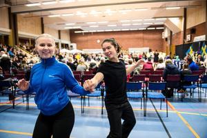 Emma Nyström och Elliot Ching från Örnsköldsvik värmde upp innan det var dags att kliva in på dansgolvet. Dagens prestation räckte till en fjärdeplats i Bugg Vuxen B.
