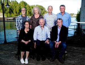 Pensionärer: bakre raden från vänster: Bo-Göran Larsson, Marie Åreby, Per-Olof Bjurling, Mats Svedlund.Främre raden från vänster: Ingela Höglin, Kennet Hansson, Dag Anderström. Foto: Therése Asplund, Ateljé Linslusen