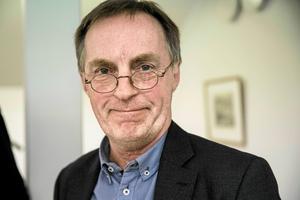 Olle Emanuelsson blir kvar som kommunchef i Malung-Sälen till halvårsskiftet nästa år.
