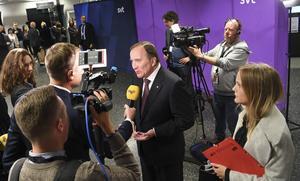 Jag såg partiledardebatten på SVT i söndags, och följde onsdagens debatt i riksdagen. Jag konstaterar att vår statsminister inte har kunnat svara konkret på en enda fråga, skriver signaturen L.H.