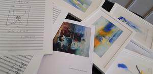 Bilder, fotografier, målningar, poesi och noter finns på utställningen på Saltskog gård.
