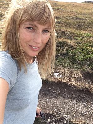 Från att ha jobbat på Stureplan som copywriter lever Linda-Maria nu ett minimalistiskt liv i på resande fot.