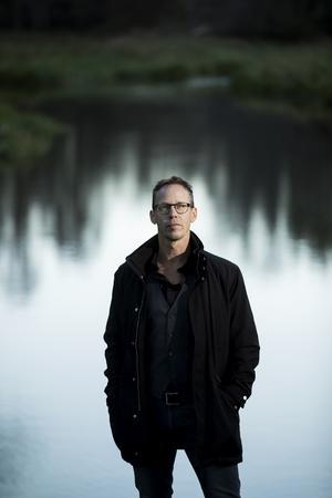Floden i Örebroförfattaren Markus Luttemans bok, Floden, heter Svartån och döljer hemskheter – sin blanka, mörka yta till trots. Foto: Pavel Koubek