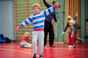 Elias Halvarsson, 6 år, är lätt på foten.