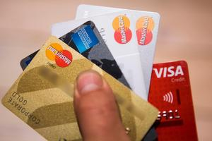 Börje Forsberg varnar för att du kan bli bestulen på ditt konto om du inte håller ett vaksamt öga på dina kreditkort.