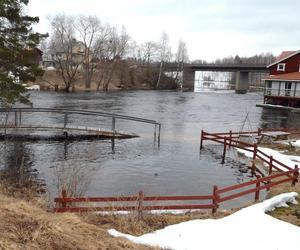 Vattenflödet från Liljan utanför Svärdsjö ökar nu.