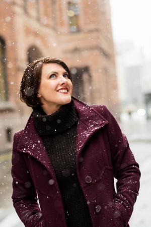 Solveig Vidarsdotter är född i Jämtland 1971. I dag bor hon utanför Skövde och arbetar som sångpedagog och författare. Foto: Eva Lindblad