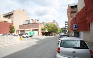 En lastgård, betong och parkeringshus – så ser Garvaregatan ut i dag.