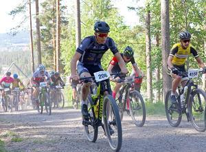 Det gick oväntat bra för Emil Thyrén i de tävlingar han ställde upp i under sommaren. Nu gör han en cykelsatsning för att se hur bra han kan bli.