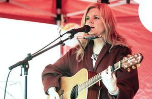 Anna Sara Formgren sjöng om vintern i Arbrå.
