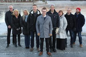 Majoritetens toppnamn som ska leda Sollefteå i fyra år framåt.  Fr v: Kjell-Åke Sjöström, Birgitta Häggqvist, Ulrika Bergman, Anders Bergman, Johan Andersson, Ulf Breitholtz, Maria Wennberg, Roger Johansson och Sebastian Nygren.