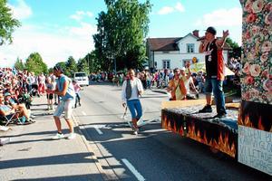 Bild från karnevalståget vid tidigare tillfälle.
