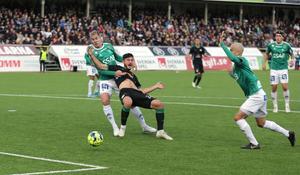 Dalkurd fick straff när Besard Sabovic drogs ned av Mattias Liljestrand i slutet av den första halvleken.