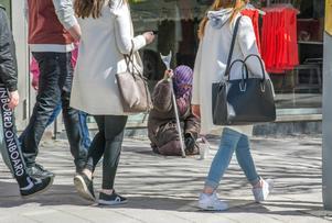 Tjänstemännen i Östersunds kommun säger nej till att införa tiggeriförbud i Östersund.