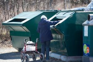 Lars Hafvenström, regionchef på FTI, menar att Sundsvallsborna är duktiga på återvinning och att kärlen på de olika återvinningsstationerna töms ofta. Bild: Fredrik Sandberg/TT