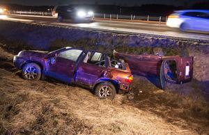 Taket på bilen fick klippas upp under räddningsarbetet.
