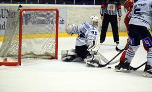 Karlskogas Emil Jidskog skötte sig bra mellan stolparna mot Modo.
