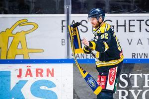 SSK-kaptenen Christoffer Liljewall med en inkastad halsduk efter förlusten mot Vita Hästen. Foto: Simon Hastegård / Bildbyrån