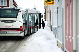 Busstrafiken i Falun har dragits med stora problem i vinter. Nu planerar Keolis att kräva Falu kommun på ersättning för inställda turer , men också hyra för en lastmaskin.