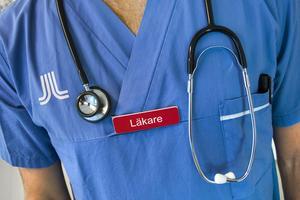 Nu har vi stafettläkare och -sjuksköterskor som innebär höga kostnader, konstaterar insändarskribenten.