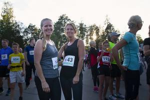 Carina Swing och Susanne Jonsson värmde upp innan loppet.