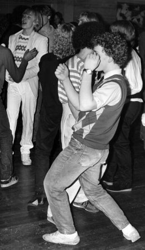 Folkets Hus anordnade discokvällar  1981 och intresset var stort. Så stort att Furuparken klagade på att Folkets Hus tig publiken från dem på lördagskvällarna och Folkets Hus la till slut ner sin discosatsning.